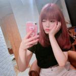 モデル中野恵那 イメチェンで髪の色をピンクに
