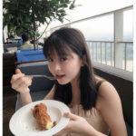 モデル久間田琳加 夏休みでシンガポール旅行